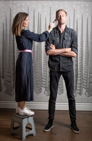 Peter Crouch domine la femme maquillage